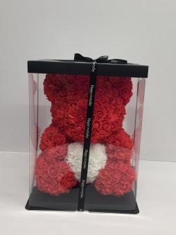 Kırmızı kalpli ayıcık